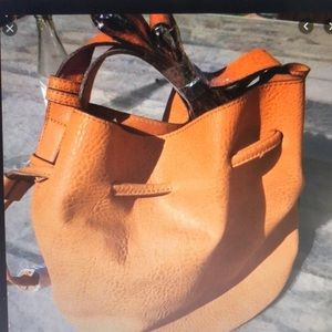 FREE PEOPLE VEGAN LEATHER - BUCKET BAG 🌾
